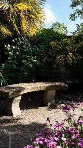 Le banc des secrets du jardin de la Villa St Raphaël chambre d'hote St Malo
