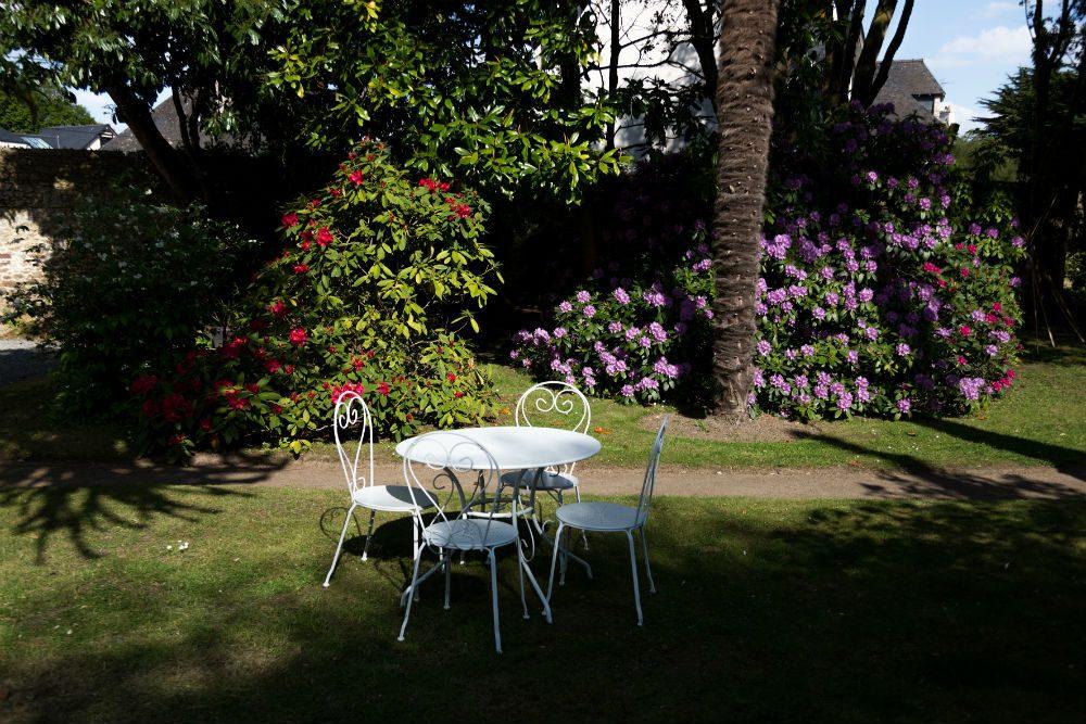 Jardin arboré calme en chambre d'hote