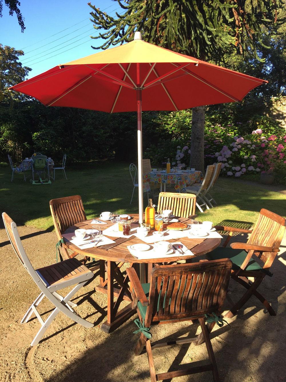 Petit dejeuner au jardin