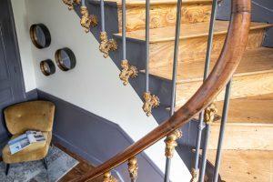 escalier majestueux, vers les chambres d'hôtes