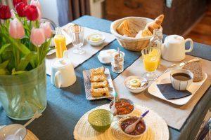 petit déjeuner fait maison, produits locaux