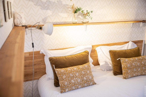 Chambre If et Cytise blanc bois lumière